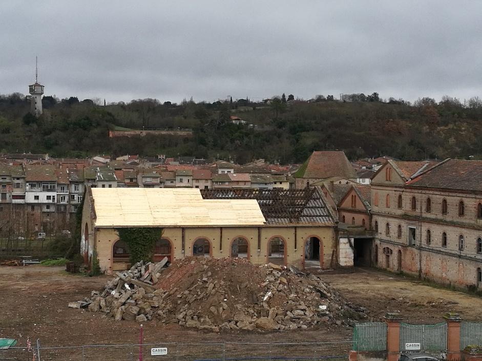 Brusson : la toiture de l'ancienne scierie en cours de rénovation