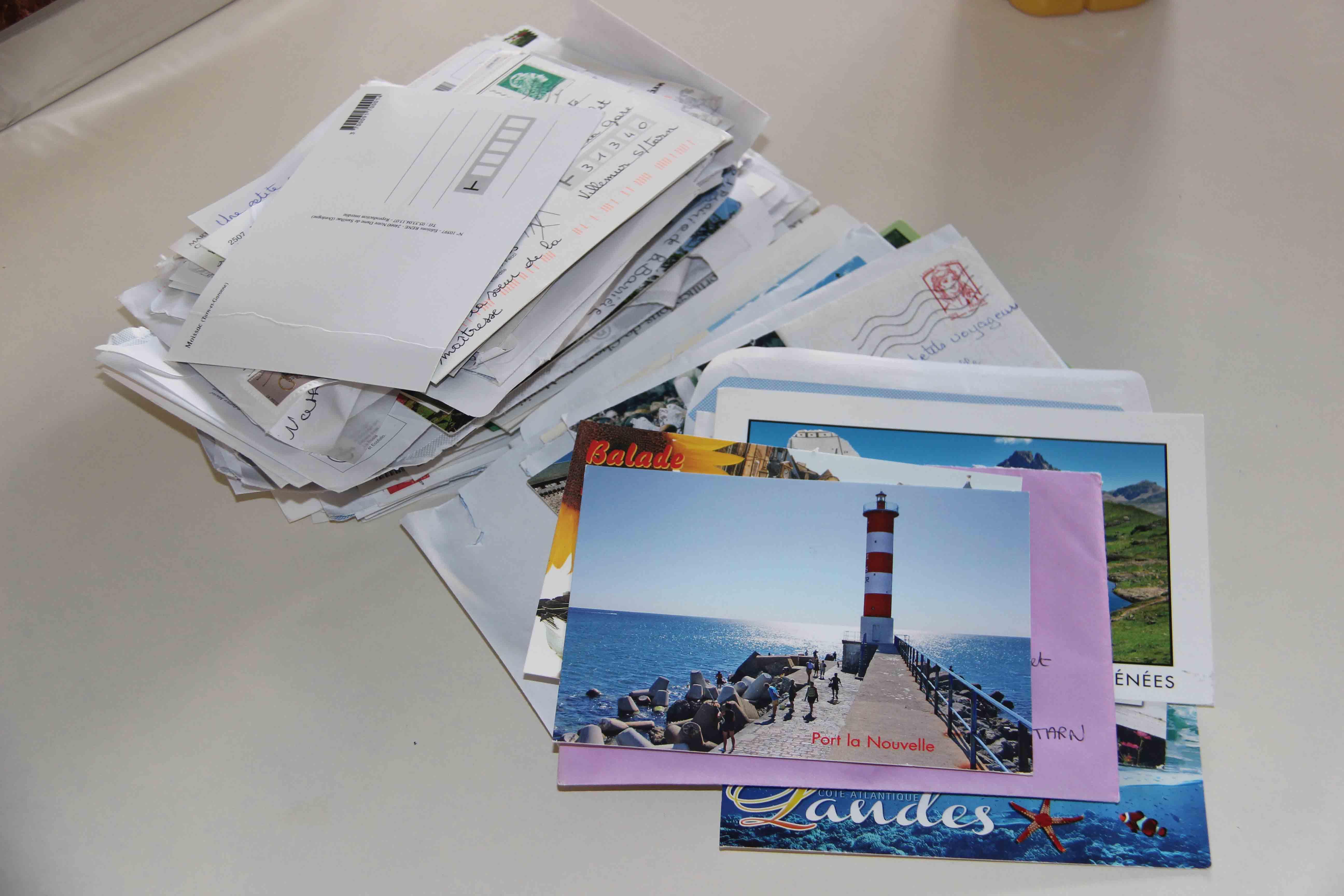 Continuez à envoyer des cartes postales à la Classe des Petits Voyageurs !