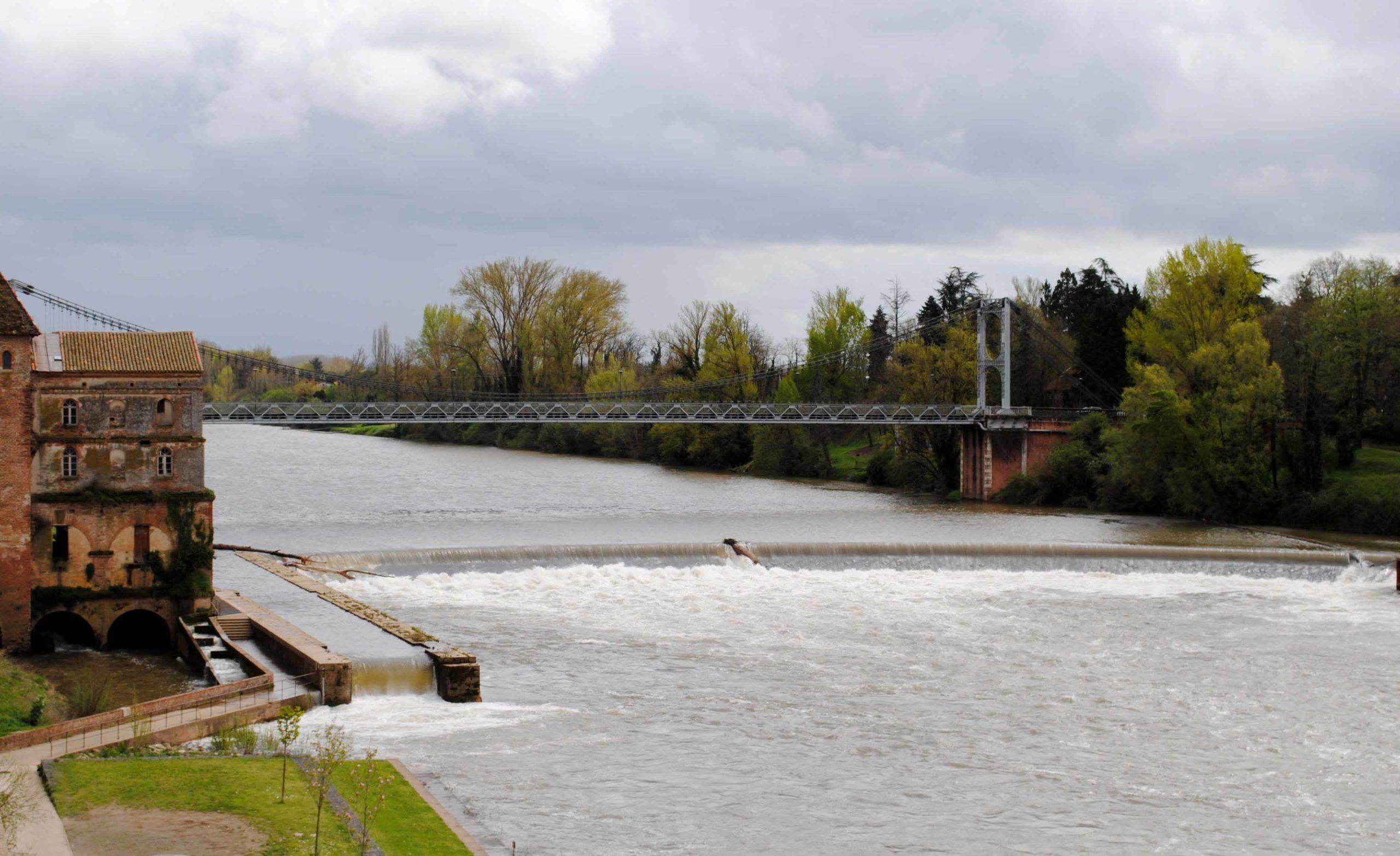 Limitation de l'accès au pont suspendu aux véhicules de 7,5 tonnes maximum: une mesure provisoire en application du principe de précaution