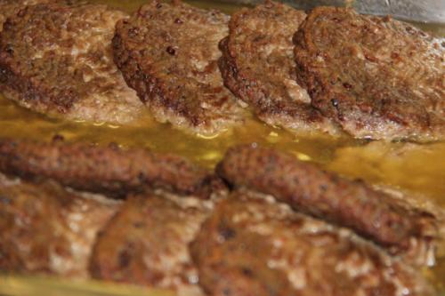 Quelques steaks hachés pour ceux qui ne mangeraient pas de tartiflette.
