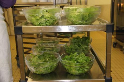 Les saladiers sont prêts.
