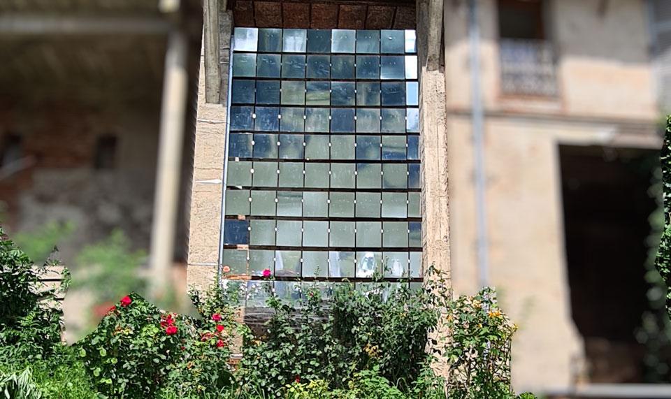 """Restitution de résidence 2021 : découvrez l'œuvre XTO (Christo Guelov) """"Réflexions fragmentées"""""""